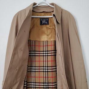 Vintage Burberry   Trench Coat   Size 48 Reg   EUC